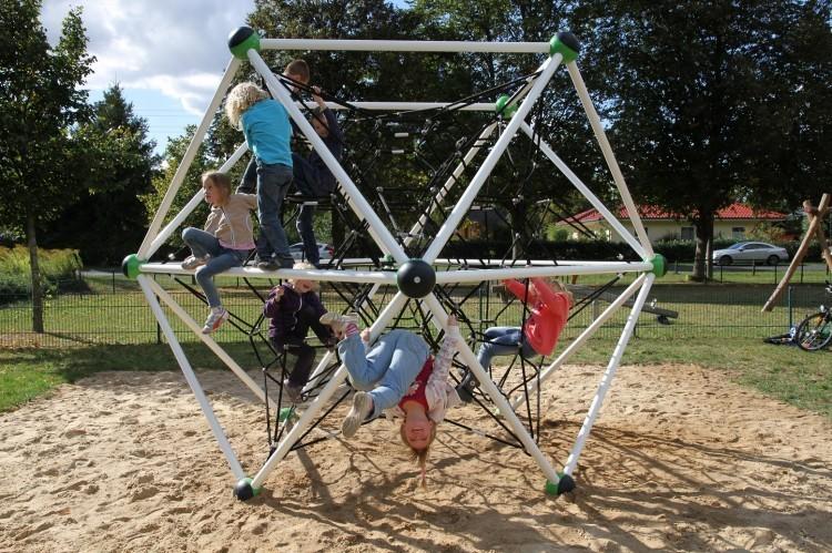 Urządzenia zabawowe Plac zabaw metalowe zabawki - dobre rozwiązanie na lata.
